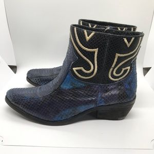 Vince Camuto Blue Snake Print booties